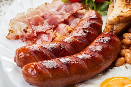 comida inglesa: Ingl�s completo desayuno con bacon, salchichas, huevo frito, frijoles horneados y t�