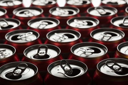 tiefe: Empty beer cans. Shallow depth of field