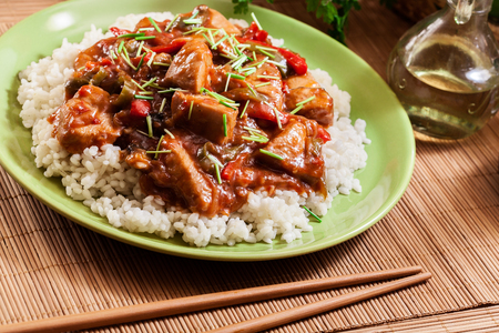 Delicious chicken in sweet and sour sauce served with rice 版權商用圖片