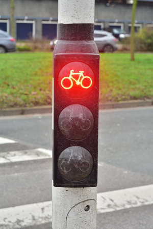 Red light for cyclists, stop, stop, danger. City. 免版税图像