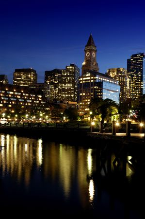 christopher: Boston Christopher Columbus Park at night