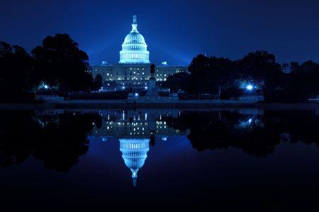 constitucion: Capitolio de EE.UU. por la noche, Washington, DC