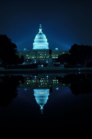 capitol building: U.S. Capitol building at night