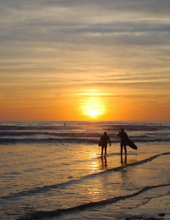 couple surfer watch sunset