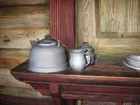 antique teapots in an old house 版權商用圖片