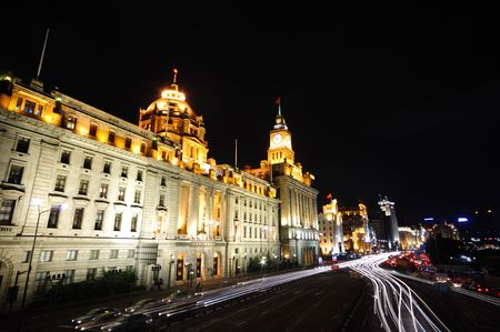 Busy streets of Shanghai (the bund) at night 스톡 콘텐츠