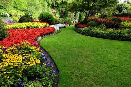 bloem bedden in formele tuin  Stockfoto