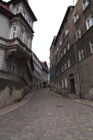 backstreet: antigua de la ciudad - Backstreet - Klodzko - Kotlina klodzka - Polonia  Foto de archivo