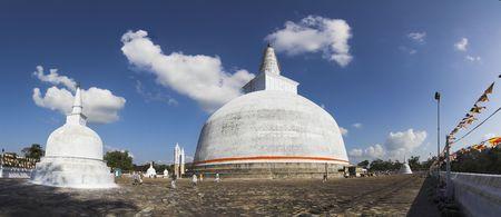 anuradhapura: Anuradhapura - Ruwanwelisaya - view of Big Stupa Stock Photo