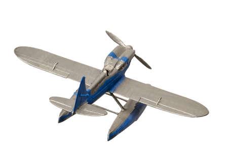Aquaplane de plástico pintado de azul aislado en el fondo blanco.
