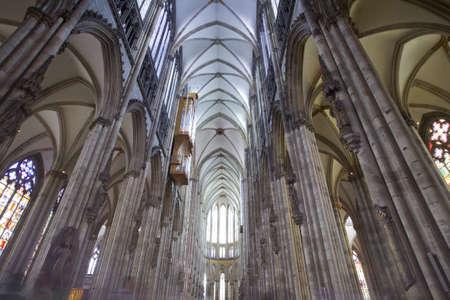 cath�drale: Cath�drale de Cologne interiour architecture, grand angle Editeur