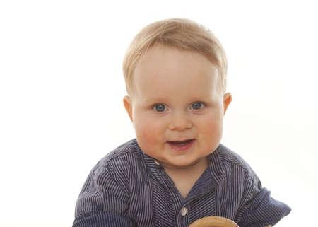 looking into camera: amichevole cute baby guardando nella fotocamera, bianco