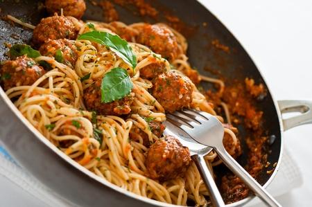 Original italienische Spaghetti mit Hackbällchen in Tomatensauce Standard-Bild - 10883248