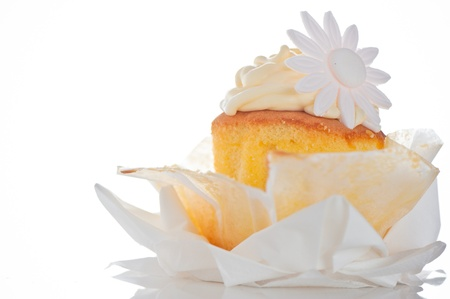 afternoon fancy cake: Cupcake with vanilla cream and sugar flower on a white background