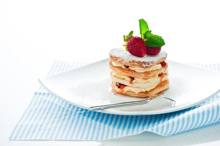 Schön dekorierte Kuchen mit Erdbeer-Herz Standard-Bild - 11765834