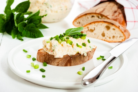 chees: Homemade spicy cheese with bread on a white wood table