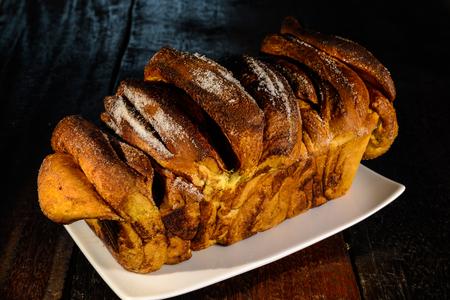 levadura: pastel de levadura alemana llamada Zupfkuchen hizo con canela y az�car masa de levadura