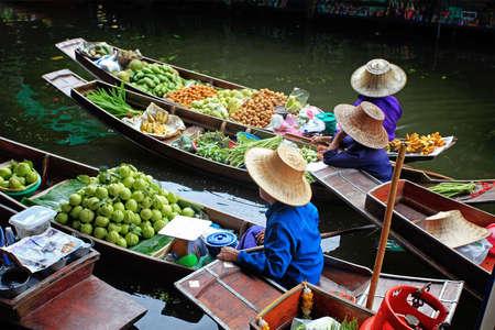 march� flottant: March� en Tha�lande flottant  Banque d'images