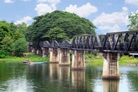 Pont sur la rivière Kwai, Kanchanaburi, Thaïlande Banque d'images - 30933920