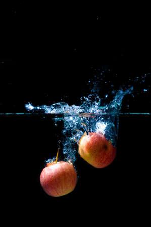 manzana agua: Red apple water splash. Foto de archivo