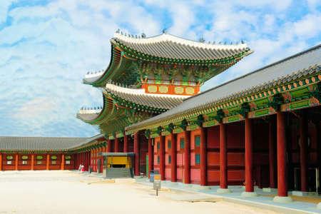 景福宮宮殿または Gyeongbok 宮殿は、ソウル、韓国の美しい青空に対して。 写真素材