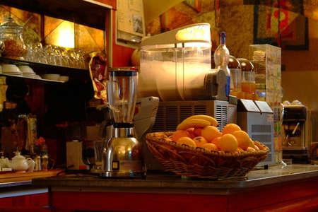 sociability: cafe bar, kaffeemachine, orangen