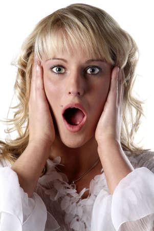 boca abierta: Mujer joven con la boca abierta y la mirada horrorizada