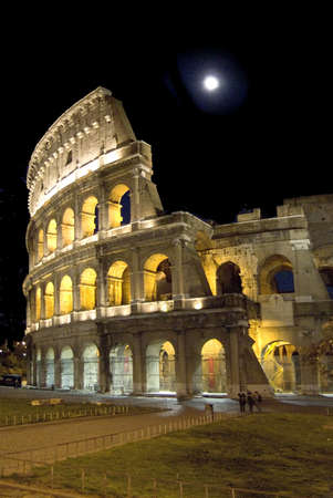 tho ancient kolossial in rome by night and fullmoon Stock Photo - 753611