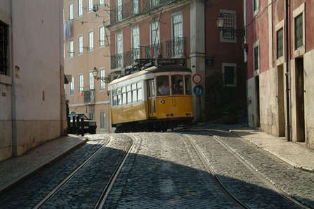 elevador: a yellow elevador arrives at trackages in a picturesque Old Town