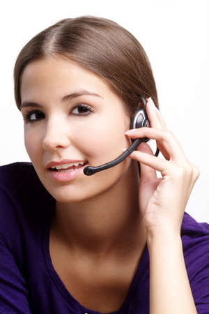 outwork: una mujer joven con el pelo y el receptor de cabeza marrones