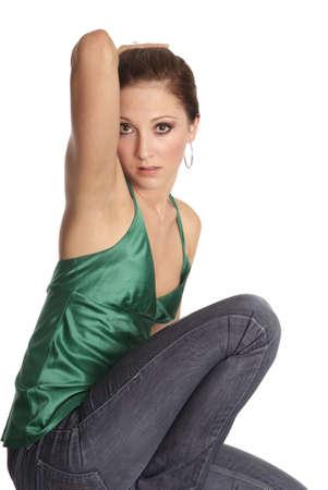 junge Frau sitzen und halten Hand auf Kopf | young woman sit and hold hand on head