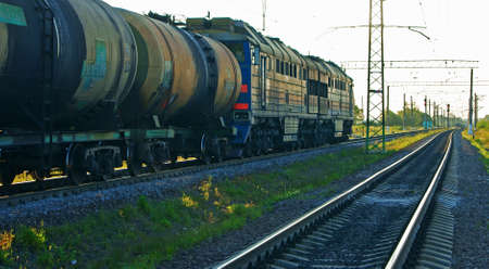 freightliner: Loaded locomotive with tanks waiting in the queue