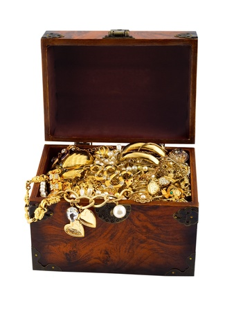 cofre del tesoro: Cofre del tesoro con la serpiente de oro brazalete de diamantes perla Foto de archivo