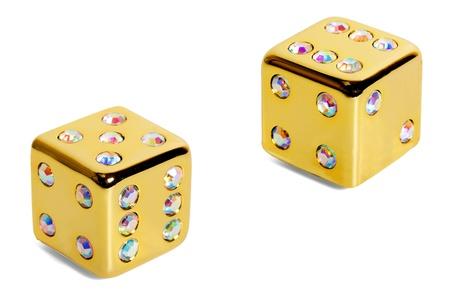 dobbelstenen gouden diamanten geïsoleerd op witte achtergrond Stockfoto