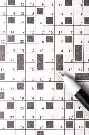 journalistic: Crossword nel concetto giornale e la penna idea scritta