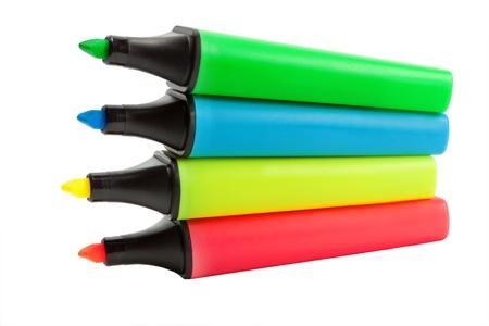 Cuatro marcadores de colores conjunto aislado sobre fondo blanco