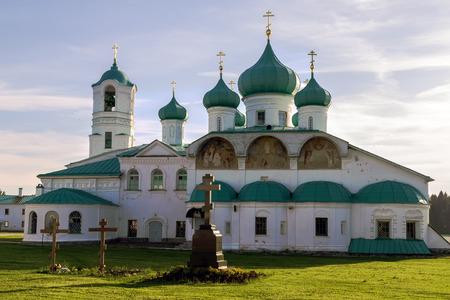 cappella: Iglesias de la Transfiguración y Santos Zacarías y Elisabeth San Alejandro de Svir Monasterio. Leningrad Oblast. Rusia