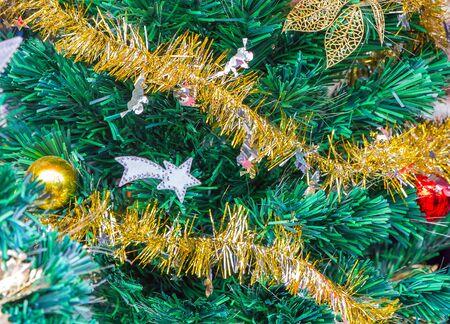 christmas tree decoration: Christmas tree decoration golden garland