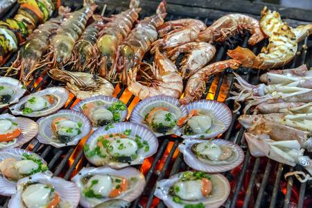 Grill weekdier, mosselen koken seafood straat eten en het strand bbq Stockfoto