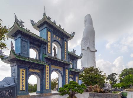 Portes de Linh Ung Pagode, Guanyin temple buddha près de la ville de Danang, Vietnam
