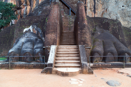 sigiriya: Stairway lion paw in Sigiriya, Dambulla, Sri Lanka Editorial