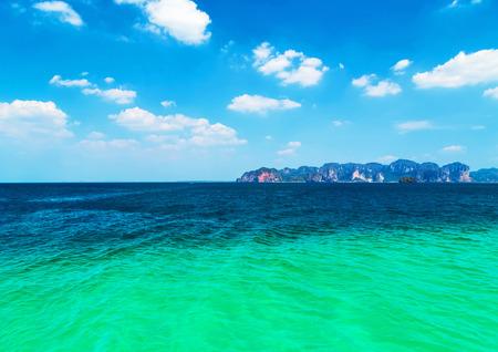 clima tropical: mar azul clima tropical