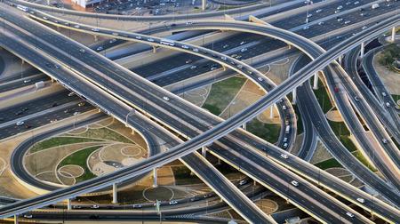 高速道路、橋、物流のトップ ビュー都市交通