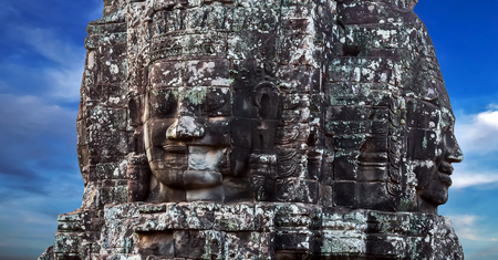 cambodge: Khmer Smile Buddhist Stone face in Bayon Temple Angkor Thom, Cambodia. Ancient monument Khmer architecture.