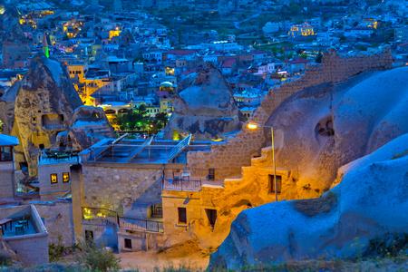 夜ギョレメ ホテル、家、風景農村カッパドキア風景、トルコの田舎生活