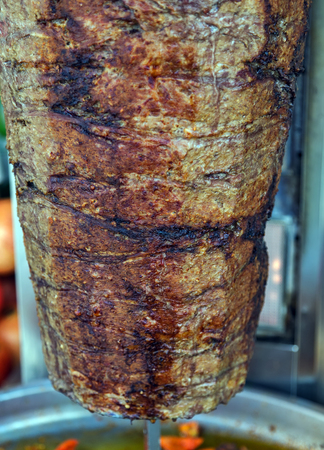 Istanbul street foodl Doner Kebab made of meat cooked on a vertical rotisserie. traditional Turkish dish that is eaten throughout Turkey Food. Imagens