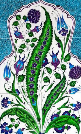 Piastrella patchwork senza soluzione di continuità in ceramica motivo floreale in ceramica, vecchie piastrelle stampate vittoriane in ceramica ornamento turco, mosaico di piastrelle marocchine.