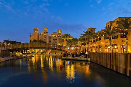 Jumeirah, Dubai, UAE, January 26, 2016: Madinat Jumeirah frame building architecture Dubai - UAE. Banque d'images - 129534369
