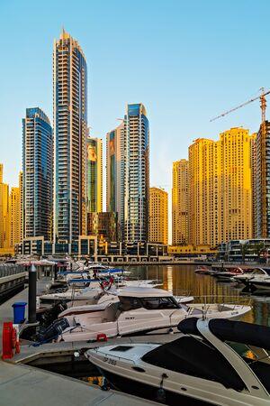 DUBAI, UAE - JAN 25, 2016: Dubai Marina canal and architecture skyscrapers, yacht ship vessel boat landscape in United Arab Emirates 新聞圖片