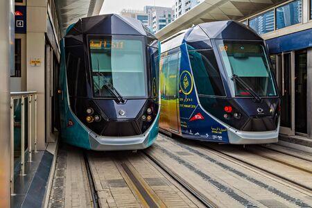 DUBAI, UAE - January 26, 2016: New modern tram Dubai RTA is a integrated transportation systems for residents of Dubai 新聞圖片